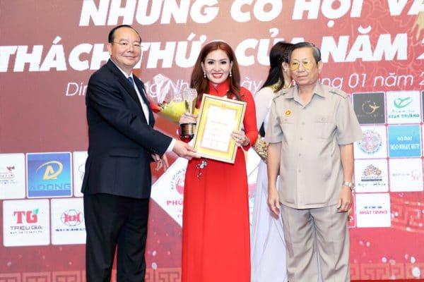 Spa Ngoc Anh duoc vinh danh Top 20 Ngoi Sao Kinh Doanh cua nam 2016-4